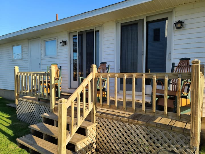 250 feet from beach sand! 2 bedroom cottage - 2 queens + 1 sofa bed
