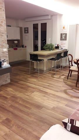 Affitto appartamento nuovo a 2km dal parco ferrari - Modena - Rumah