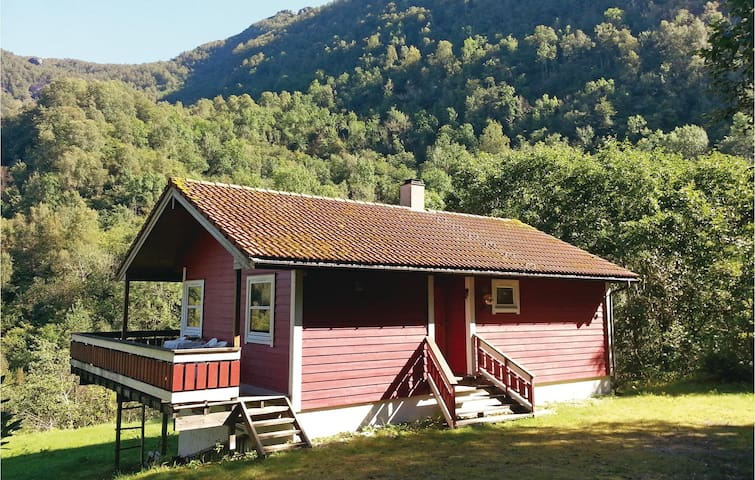 Holiday cottage with 3 bedrooms on 120 m² in Eikelandsosen