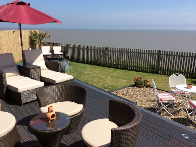 Ocean Palm Retreat - Wifi - Pets - Corton, Lowestoft - Бунгало