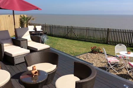 Ocean Palm Retreat - Wifi - Pets - Corton, Lowestoft - Bungalow
