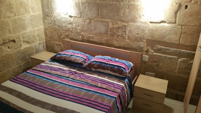 Renovated 16th Century House in Valletta - Valletta - Hus