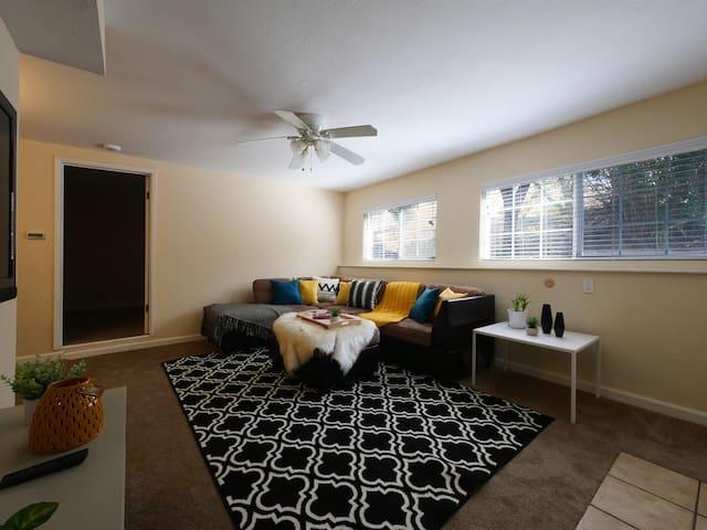 Modern, exquisite 2-bedroom home in Lafayette