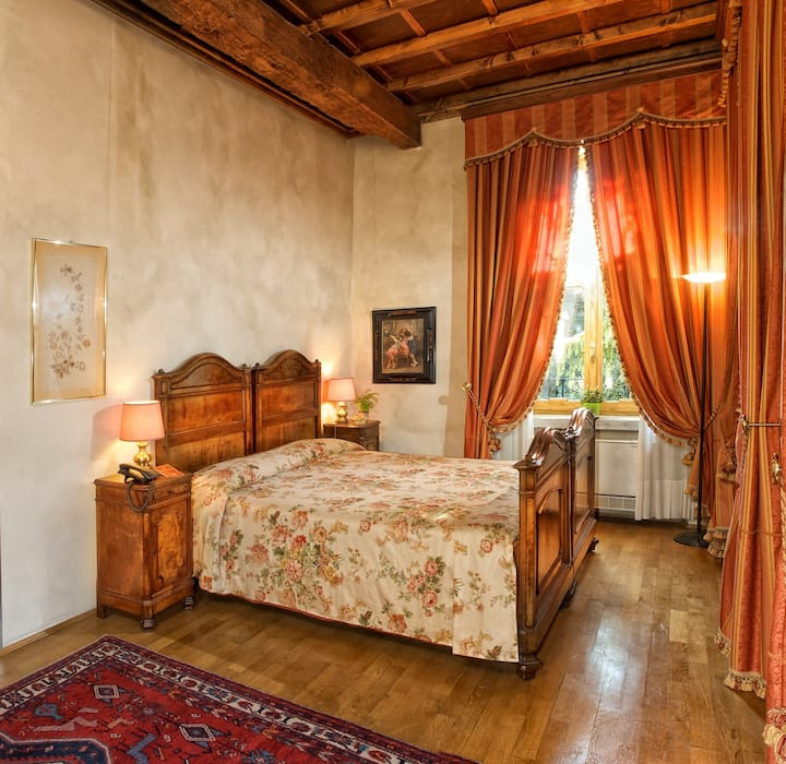 A villa used to be an ancient century-seat of 1400