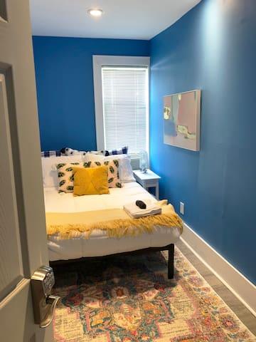 Blue Room - NE Minneapolis, 5 min to Downtown