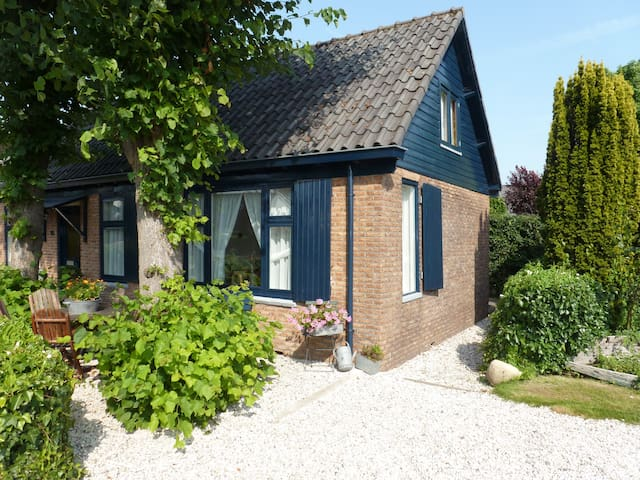 Charming authentic dike house nearby Amsterdam