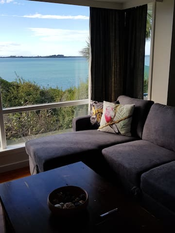 Wake to sea view and garden only 10 mins from city