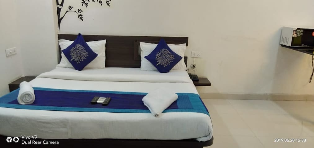 Homely stay with beautiful location in kondapur