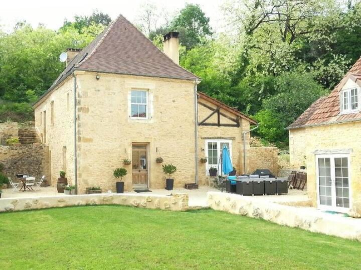 Belle maison en pierre proche  Sarlat pour 10 p.
