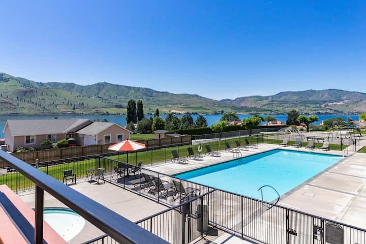 Lake Chelan Shores condo: Lakeview with swimming pools, lake & more