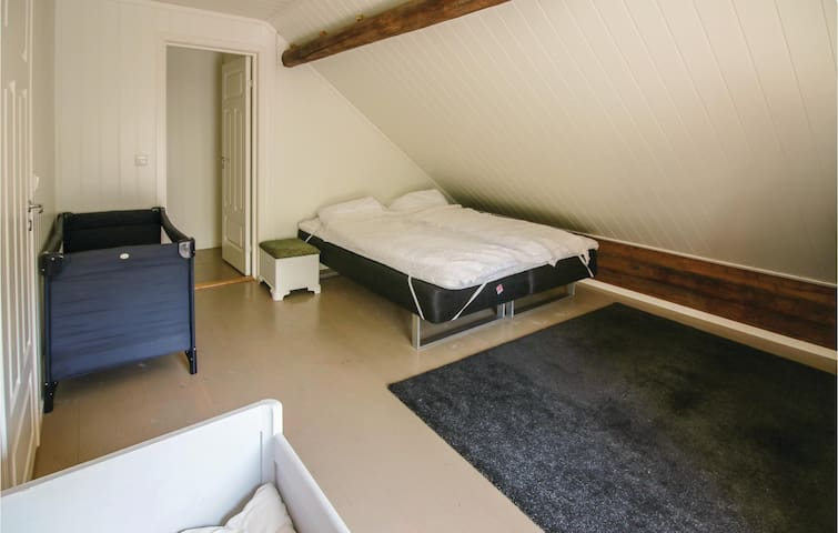 Holiday cottage with 5 bedrooms on 160m² in Mandal