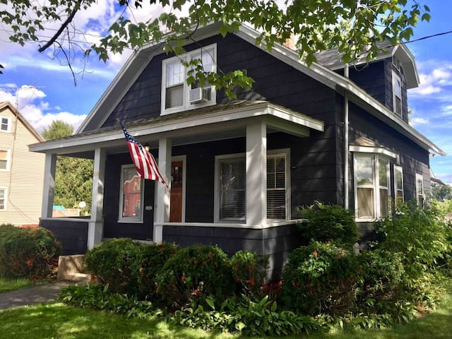 Cozy Cottage in Northampton and 5 College Area