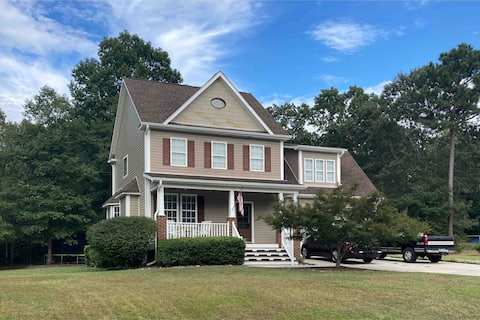 4 Bedroom home and beautiful yard with Playground
