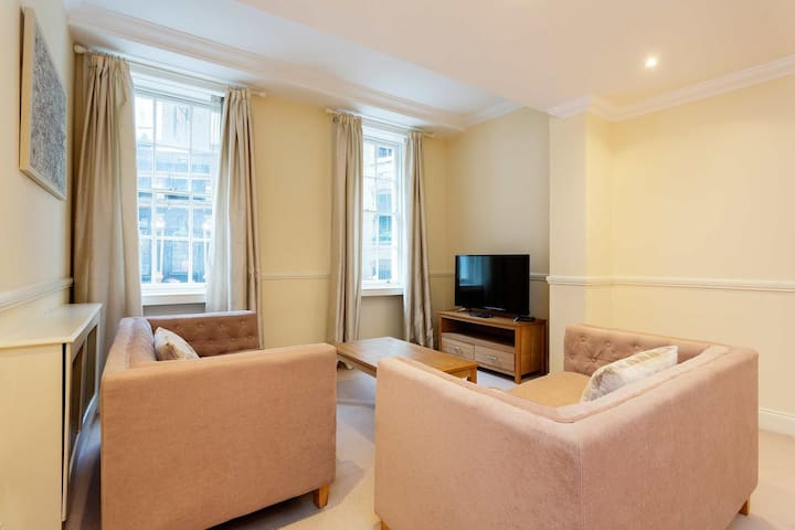 Amazing Two Bed moments from St Pauls Cathedral A4