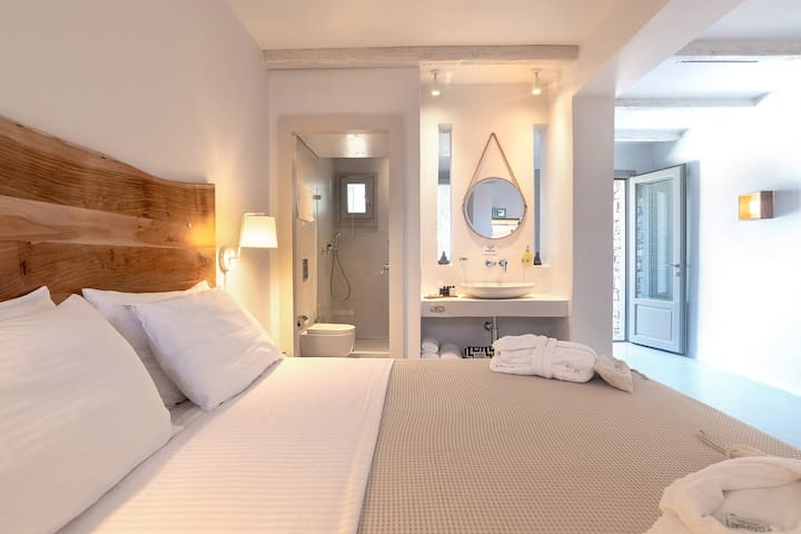 Paros Comfy - Family Suite with Private Pool