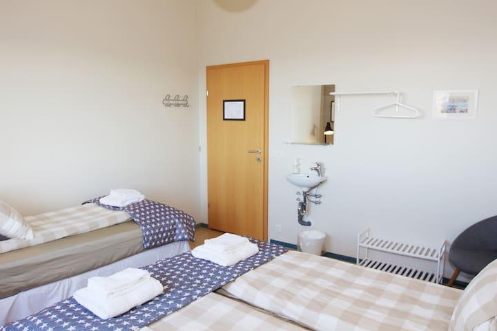 Cozy Triple Room Guesthouse Álfar