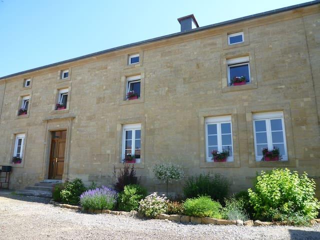Chambre d'Hote Le Grenier De Vauban - Cosnes-et-Romain - Dům pro hosty