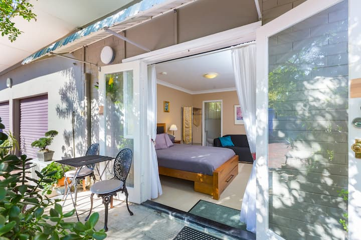 Bright, guesthouse near Bassendean City Centre!