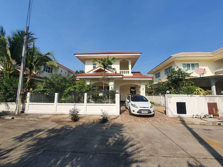 Relaxing Private House w/ 3 Bedrooms + Mt. View