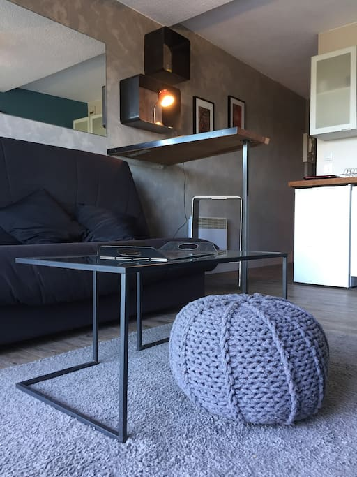 ultra cosy studio bord de mer rez de jardin v los apartments for rent in ploemeur bretagne. Black Bedroom Furniture Sets. Home Design Ideas