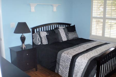 A Quiet Place. Blue Room - Douglasville - Bed & Breakfast