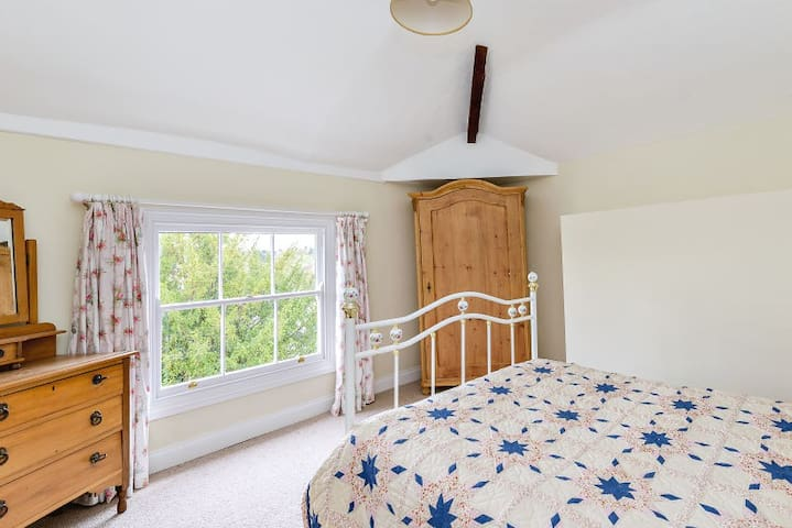 Double room in Georgian home - Kirby Muxloe