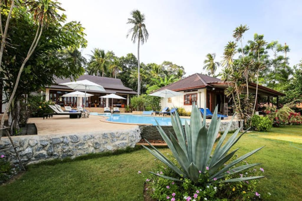 Amazing tropical gardens, private pool and stunning views