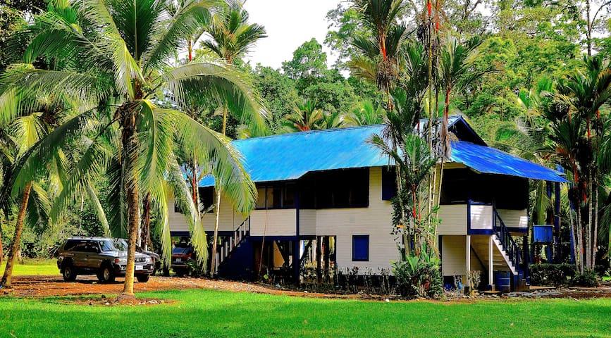 15-Person Plantation House