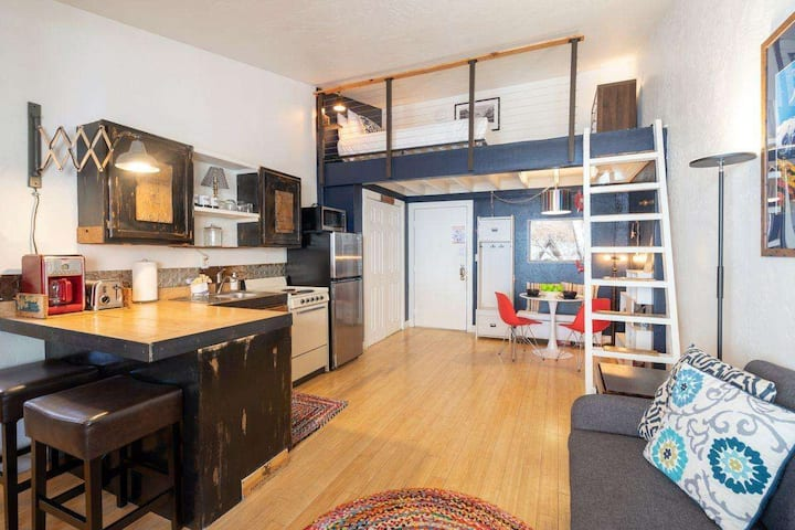 Delightful, Convenient Loft w Hot Tub, Flex Cancel