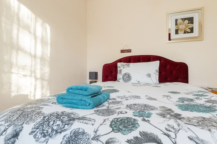 Your Home in Birmingham - Double Room with WiFi