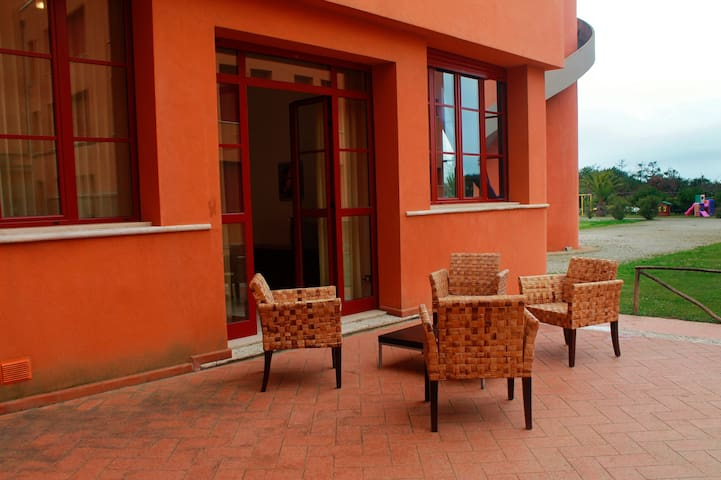 Big 3 Room Aparment With Patio Near The Beach - Marina di Pisa-tirrenia-calambr - Leilighet