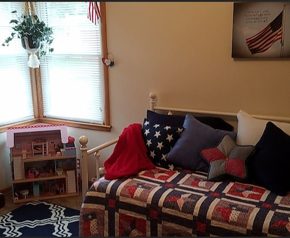 the Kids' Room ~ with patriotic decor suitable for boys or girls ;)