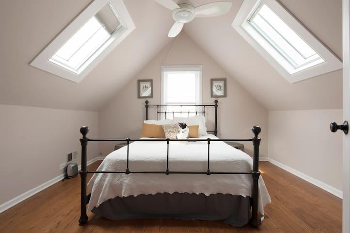 The H&H Inn • Harpo's Room • Irving Park Bungalow