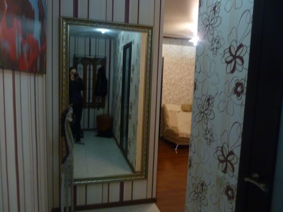 Зеркало в коридоре