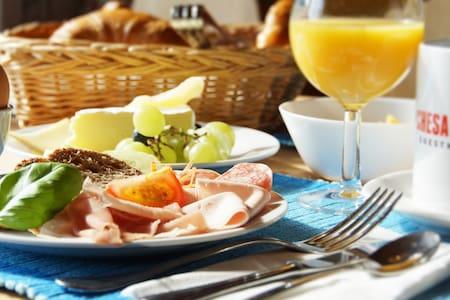 Standard Zimmer mit Frühstück - Silvaplana - Aamiaismajoitus