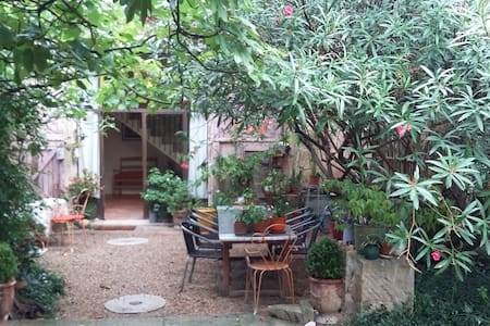 Nice place for 4 persons between Arles and St Remy - Saint-Étienne-du-Grès - 一軒家