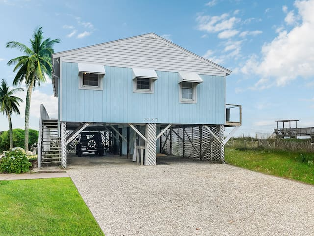 NEWLY RENOVATED Oceanfront & Dog Friendly w/ WiFi
