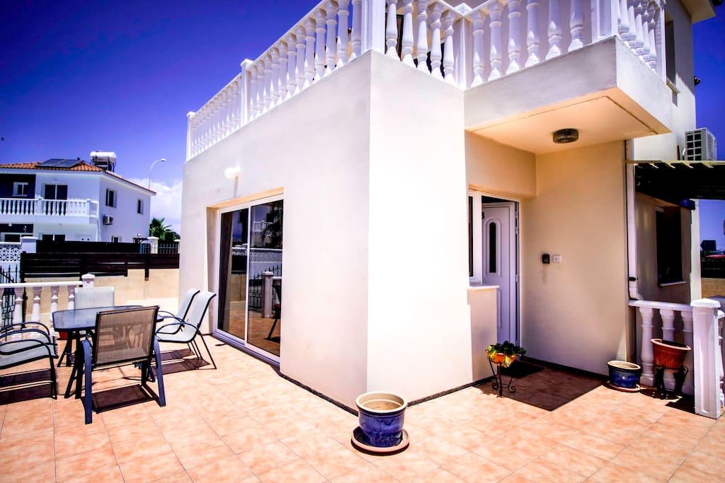 Entrance - Balcony