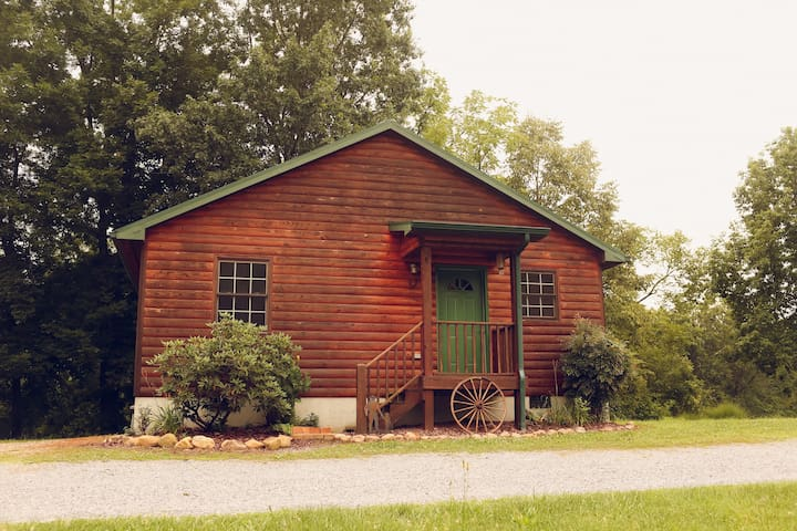 The Western Cabin at Meredith Valley Farm/Cabins