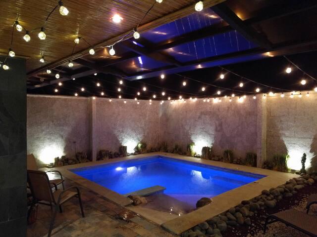 Luxury home w pool. Casa condo lujo piscina propia