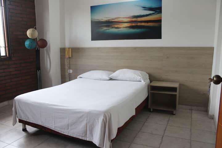 Habitación doble con ventilador en hotel Girardot