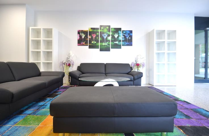 Modern Beautiful Well Furnished Flat at Center