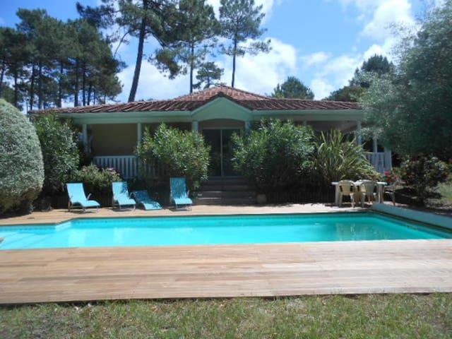 Villa 2 chambres piscine privée vue golf