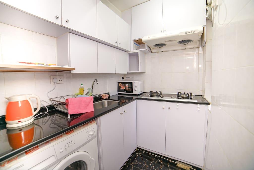 我们厨房有煤气。香港有煤气的比较少