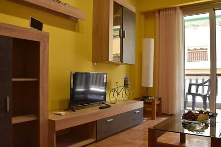 Colourful Apartment in AthensCity 1min from Subway