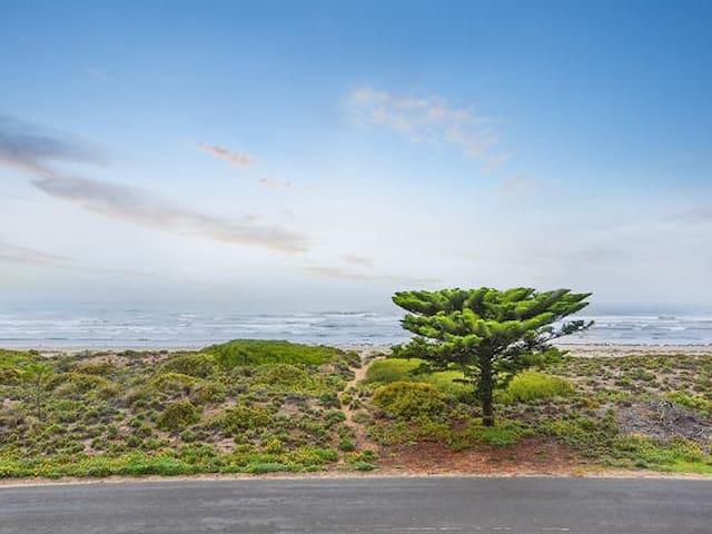 Middleton 'Tahren' Beachfront House - WIFI