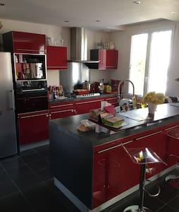 Maison de ville proche lac d'Allier - Vichy - 独立屋