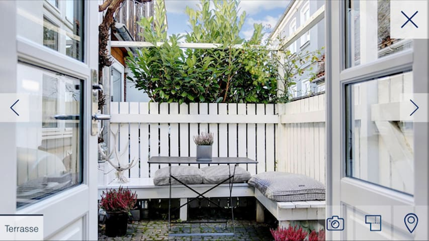 Hyggelig lille hus med havudsigt