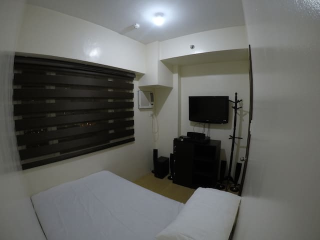 Condo Unit w/ wifi near The Fort BGC McKinley