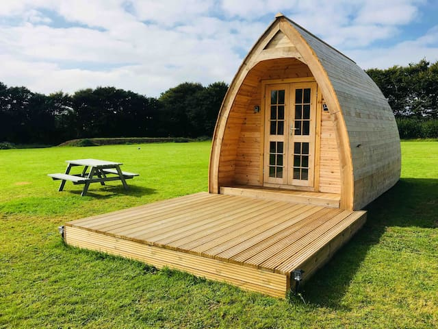 Glamping cabin with private bathroom - Sweet Pea